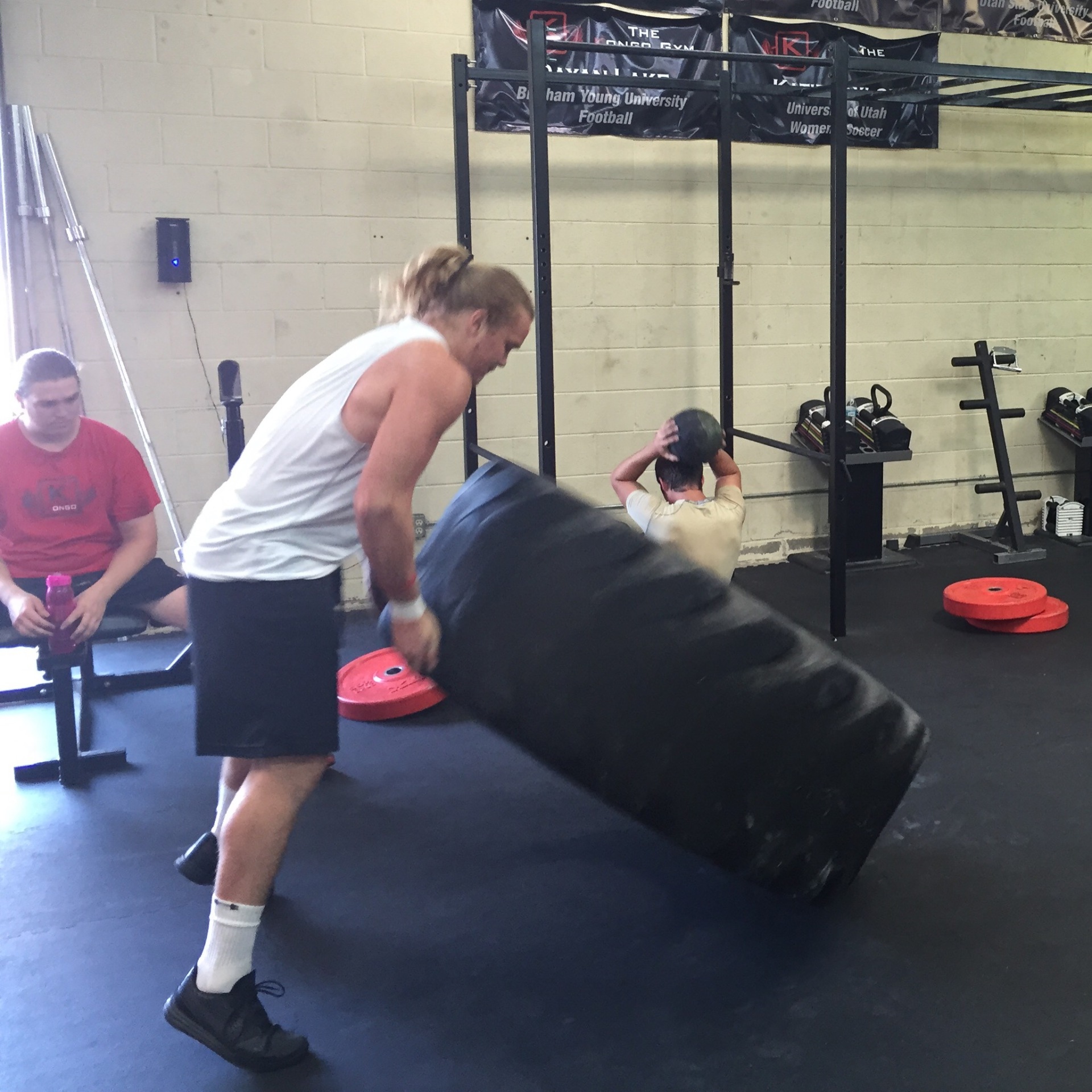 Kongo athlete Connor Taylor beasting tire flips